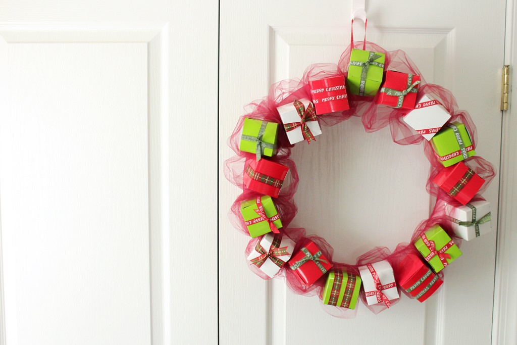 DIY Gift Box Wreath Hanging