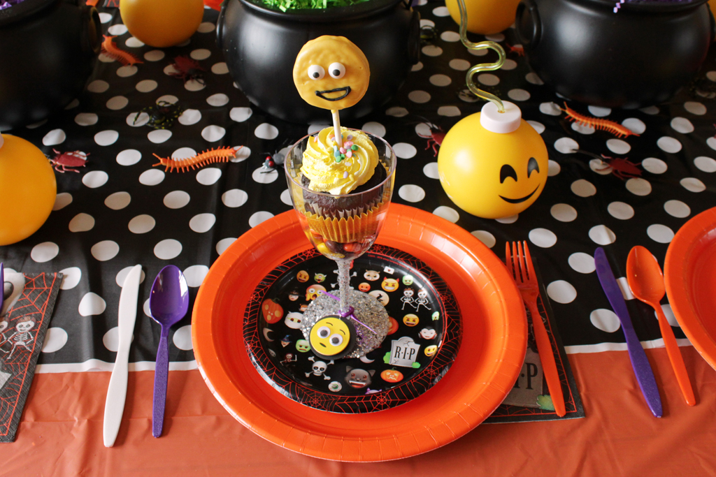 Halloween Emoji Party Place Setting