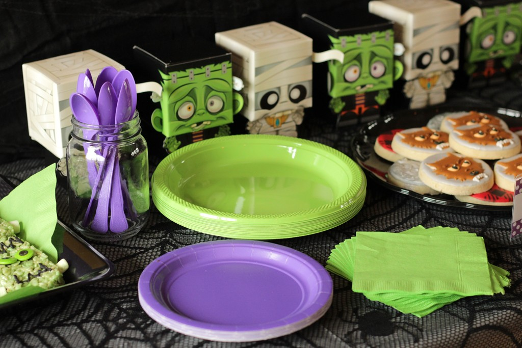 Classic Movie Monsters Halloween Table Details