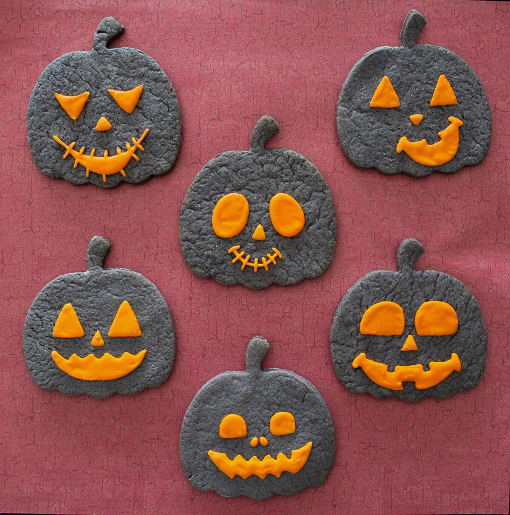 Decortated Jack O'Lantern Cookie Tutorial