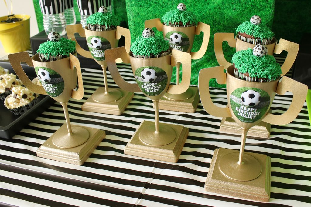 DIY Trophy Cupcake Holder