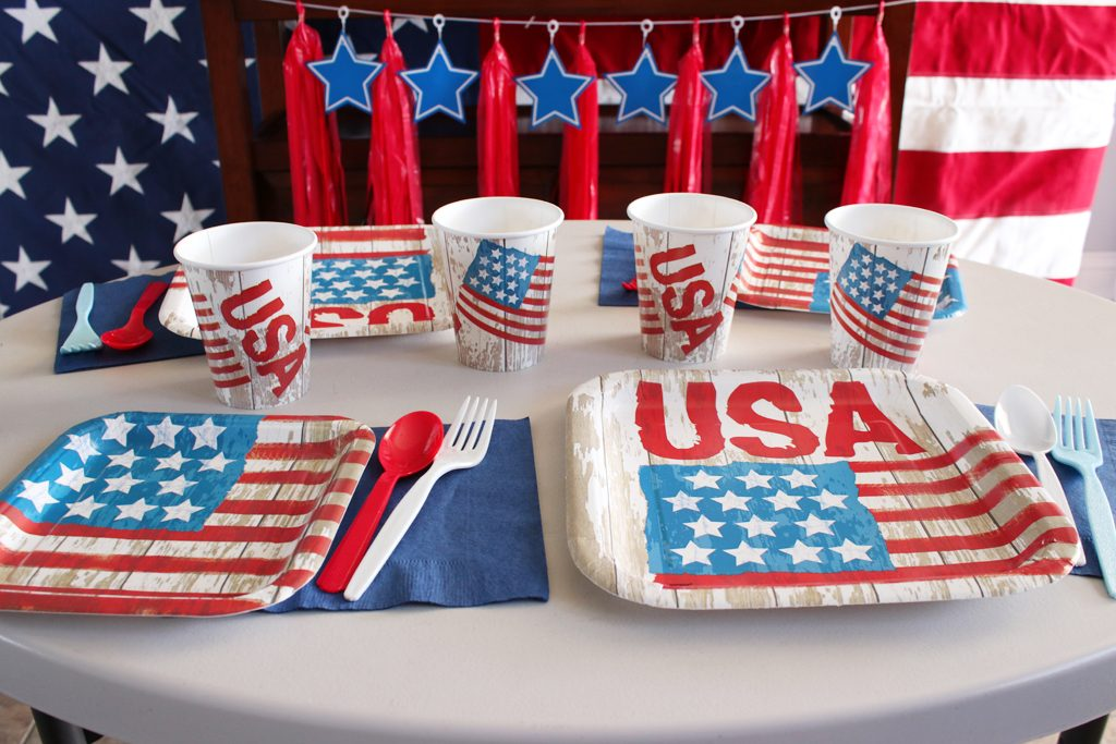 Vintage Patriotic Party Tableware Details